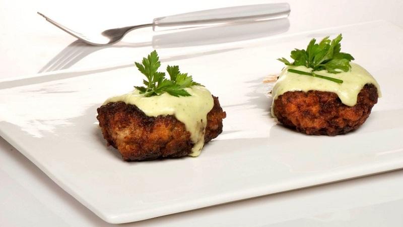 recepta-mandonguilles-alberginia-salsa-iogurt