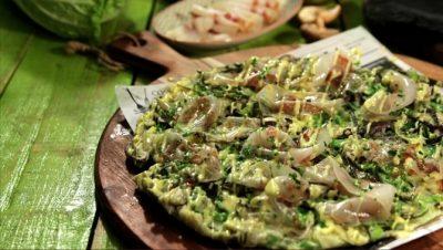 Okonomiyaki de cansalada i peix sec