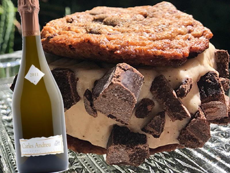 Gelat de plàtan amb xocolata a la pedra i cava