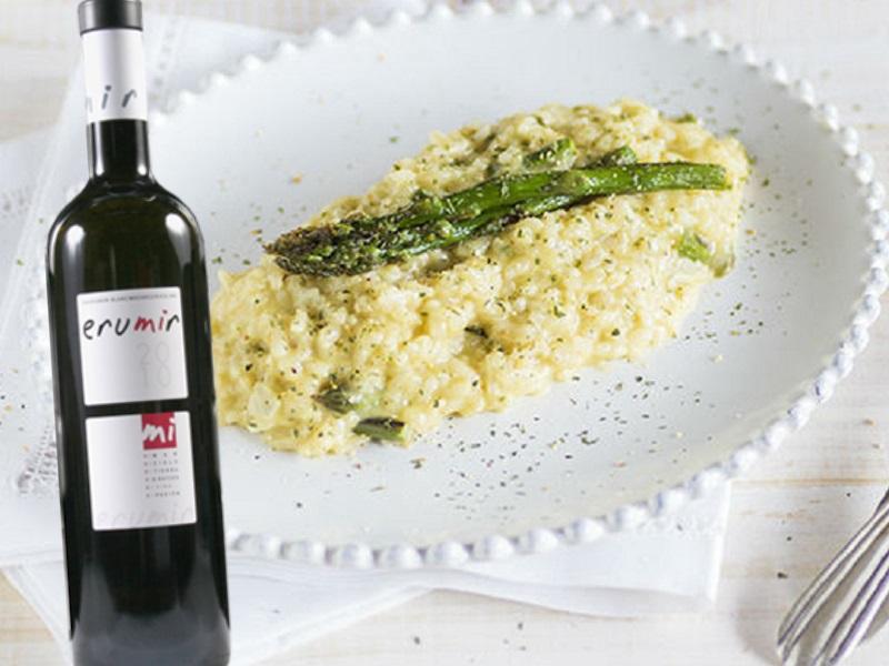 Risotto espàrrecs formatge cabra vi blanc