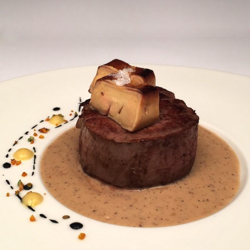 Filet de vedella amb escalopa de foie i salsa de cafè