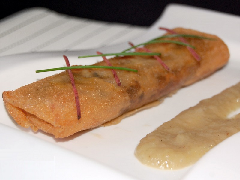 Cruixents de peus de porc amb salsa de poma
