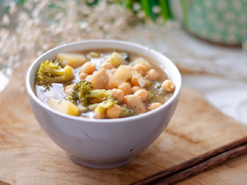 Sopa vegana de bròquil, patata i cigrons