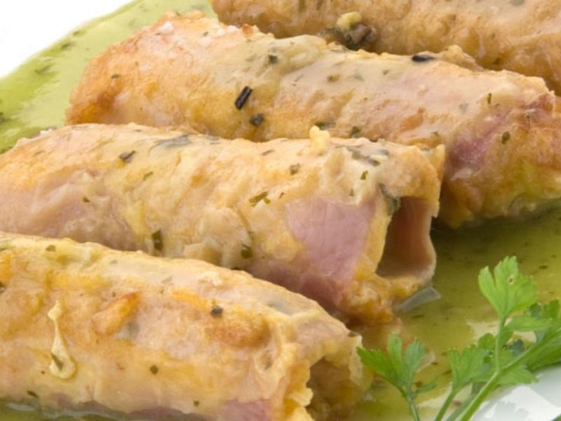 Porros arrebossats amb pernil cuit i salsa verda