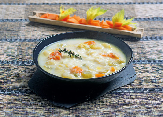 Sopa de verdures amb llet fresca
